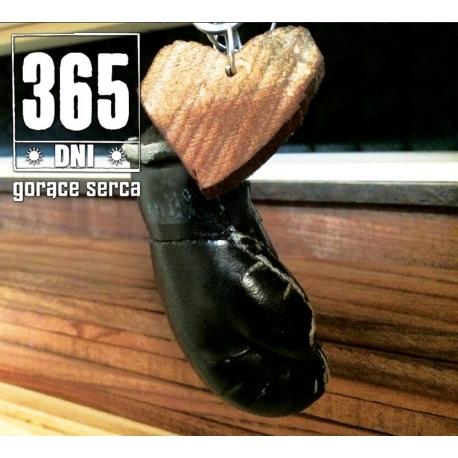 "365 dni ""Gorące serca"""